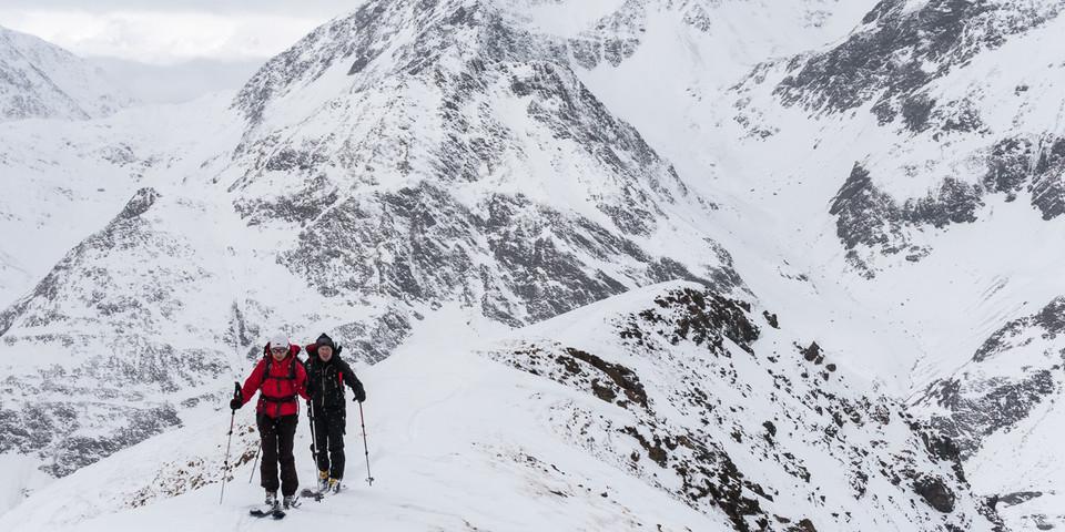 Hoch oben am Schönnerkofel – im Norden stehen die großen Gipfel der Stubaier. Foto: Ingo Röger