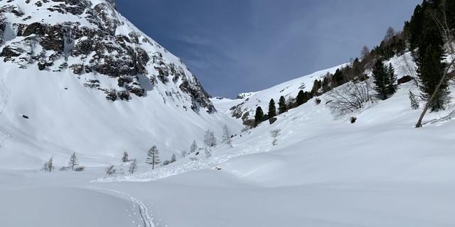 Suchbild: wo ist die Talstation der Materialseilbahn? - Foto: Peter Fuetsch