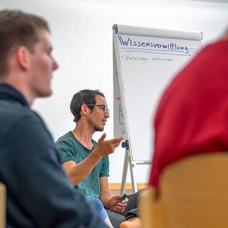 Gruppe bei der gemeinsamen Ergebniserarbeitung. Foto: JDAV / Silvan Metz