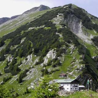 Beliebtes Wanderziel im Vorkarwendel: Tölzer Hütte am Schafreiter, Foto: DAV Tölz/Monika Glasl