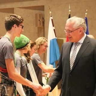 Gratulation durch Staatsminister Joachim Herrmann, Foto: Bayerische Einigung e.V./K. Kmeth