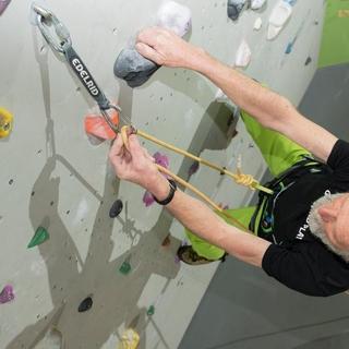 Typische Verwendung eines Schraubglieds in der Kletterhalle