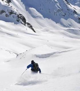 Schaufeljoch - Abfahrt von der Schaufeljochbahn in den stilleren Winkel der Stubaier Alpen. Foto: Stefan Herbke