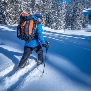 Winter-Wandern geht am besten mit Schneeschuhen. Foto: DAV/Silvan Metz