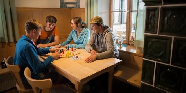 Zeit zum Lesen, Kochen und Spielen – Zeit für die Familie. (Foto: DAV/ Jens Klatt)