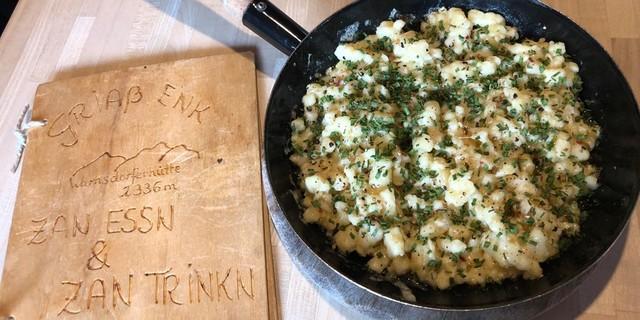 """""""Kasnocken"""" schmecken immer, besonders gut auch auf der Warnsdorfer Hütte. Foto: Stefan Herbke"""