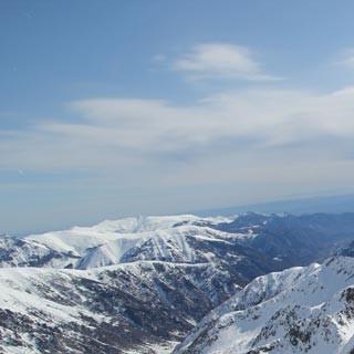 Mittelmeer-Panorama - Freie Sicht aufs Mittelmeer: Vom Ischiator erahnt man schon die Rivieraküste.