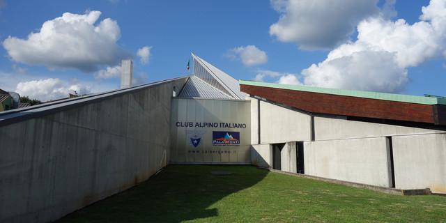 """""""Palamonti"""" ist die Zentrale des CAI Bergamo in Bergamos Unterstadt, inklusive Kletterhalle, Verwaltung, Bibliothek und eigenem Restaurant. Foto: Joachim Chwaszcza"""