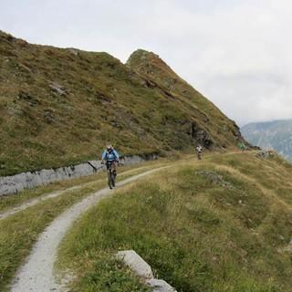 Brenner Grenzkammstraße - Panoramafahrt auf der Brenner Grenzkammstraße. Über 10 Kilometer ist die alte Militärstraße Richtung Sterling lang, schwindelerregende Tiefblicke übers Wipptal und den zentralen Alpenhauptkamm inklusive.