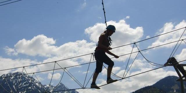 Jugendliche auf der Burma Bridge
