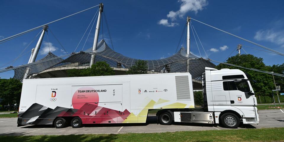 Der Show-Truck zur Olympia-Einkleidung vor dem Münchener Olympia-Stadion. Foto: Team Deutschland/Frank May