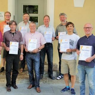 Die Leiterinnen und Leiter der Jugendbildungsstätten bei der Übergabe der Zertifikate am 31. Mai 2017 im Institut für Jugendarbeit in Gauting