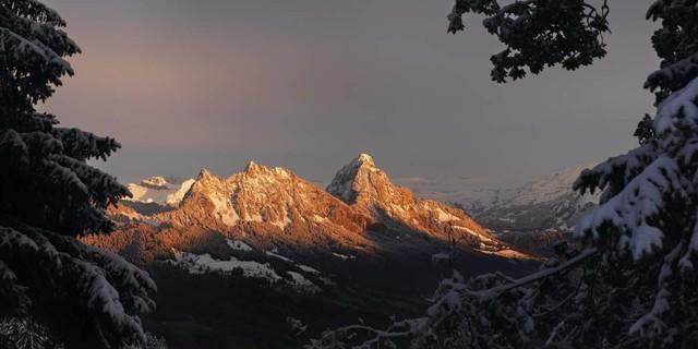 November: Die Mythen bei Sonnenuntergang vom Wildspitz aus gesehen, Foto: Robert Bösch