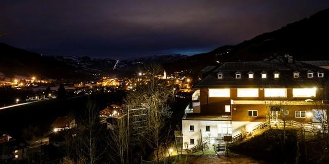 Jubi bei Nacht